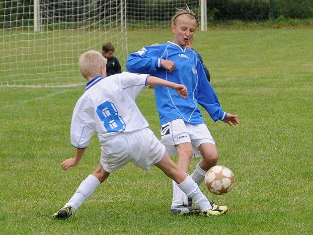 Počtvrté se v závěru fotbalové sezony sešly v obci pod Cimburkem fotbalové přípravky na turnaji nazvaném Miltra Cup.