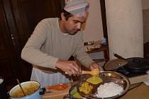 SAGAR DHAKAL je kuchař z Nepálu. Svitavské muzeum provoněl nepálskými pochoutkami.