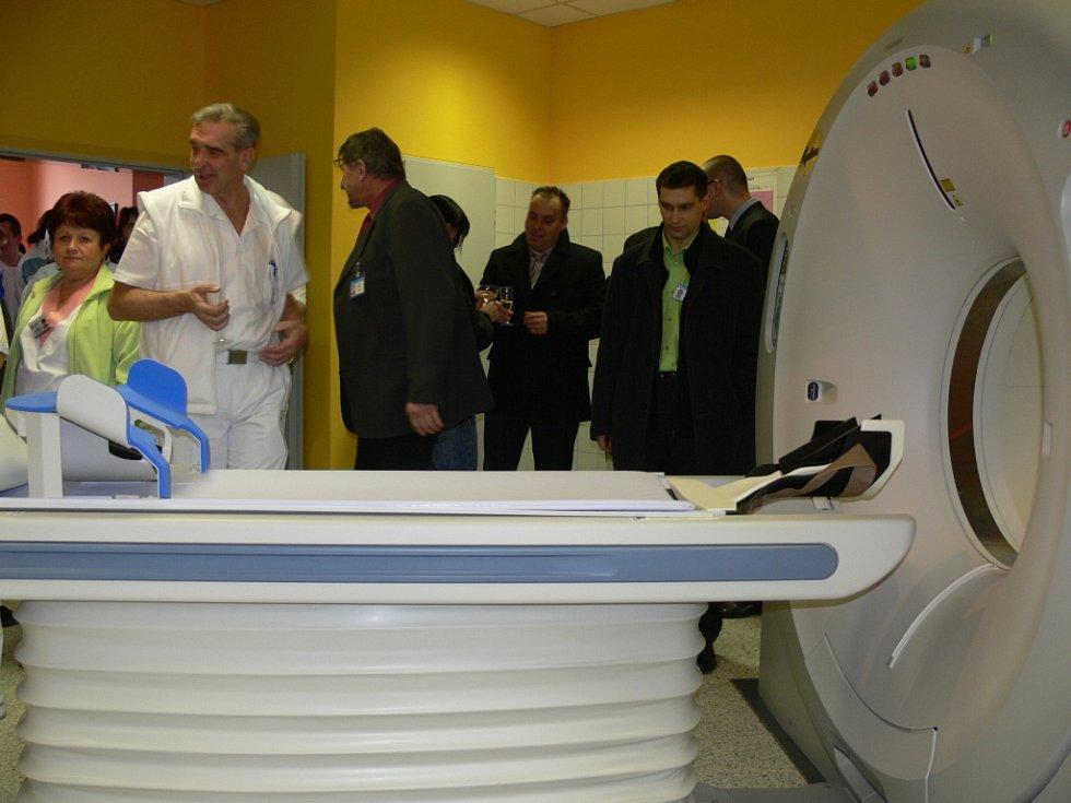 LÉKAŘI  V LITOMYŠLSKÉ NEMOCNICI  získali  nový přístroj CT, který umožní přesnější  a detailnější vyšetření orgánů nemocného člověka.