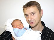 ONDŘEJ CUPAL. Narodil se 26. října ve 2.45. Vážil 3,45 kilogramu a měřil 49 centimetrů. S rodiči Lenkou a Václavem a sestrou Adélkou bydlí v Bystrém.