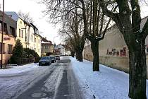 Chelčického ulice ve Svitavách, které lidé podle stromové aleje říkají Kaštanka.