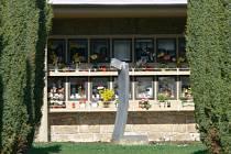 Socha od Františka Jandy na hřbitově v Osíku.