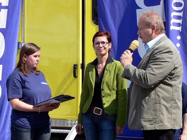 O zámeckém návrší hovořil na náměstí starosta Michal Kortyš a mluvčí radnice Michaela Severová.