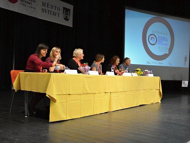 Konference Ženská energie pro politiku se zúčastnili i muži. Ženy však měly převahu.