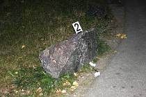 Cyklista narazil do kamene.
