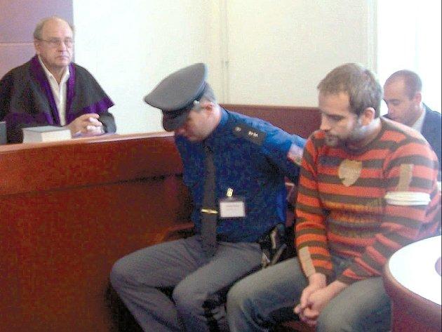 Trest za drogy. Svitavský okresní soud poslal včera do vězení s dozorem na dva roky nepodmíněně dealera pervitinu Marka Čermáka. Drogu distribuoval i mezi nezletilé.