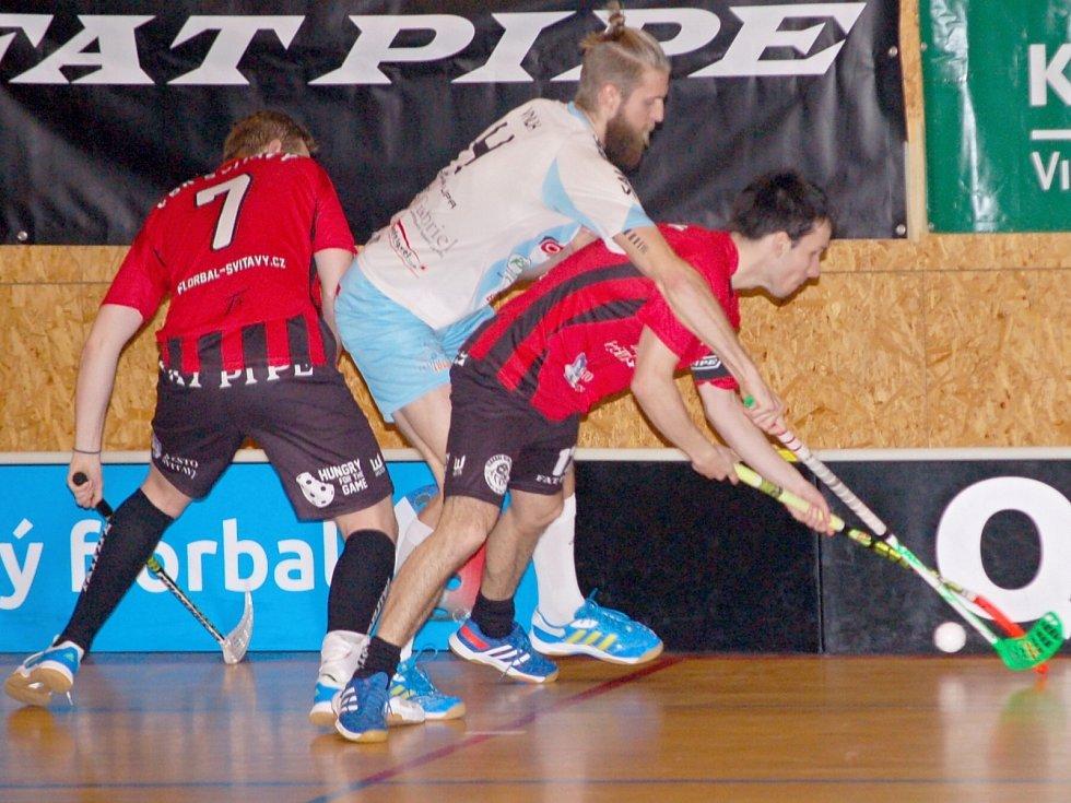 Svitavští florbalisté (v červeném) odehráli jeden z nejlepších zápasů v sezoně.