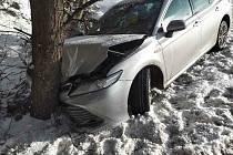 Na silnici I/35 v Gruně došlo k nehodě čtyř osobních vozidel a jednoho nákladního automobilu.