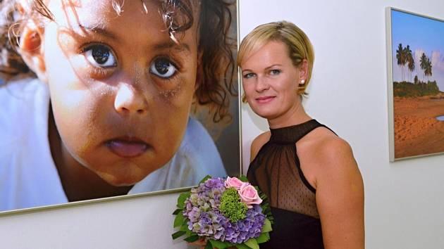 AŤ TI TO FOTÍ. Toto přání dostala včera  fotografka Petr Zápecová na vernisáži fotografií ze svých cest. Výstava v muzeu je součástí oslav, které vrcholí o tomto víkendu.
