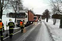 Uvízlé kamiony v Borové.
