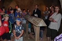 OSLÍ HŘBET doplňuje expozici s mučícími zařízeními ve sklepení hradu Svojanov. Mučenému člověku, kterého na něj posadili, působil utrpění jeho vlastní vahou.