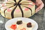 DORT SE SRDÍČKY, čokoláda a květiny patří mezi  nejčastější dárky na svatého Valentýna.