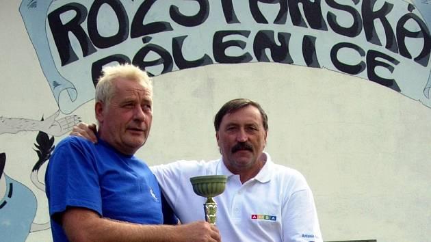 Dlouholetí nohejbaloví přátelé, klokan Antonín Panenka a rozstánský milovník slivovice a sportu Jan Freiwald.