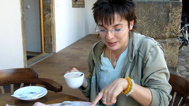 Průvodkyně Věra Šourková má zálibu v astrologii.