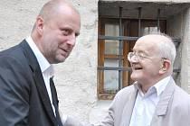 Zdeněk Sklenář  (vlevo) patří mezi přední české galeristy a znalce umění.