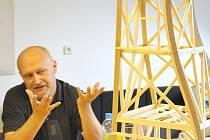 ARCHITEKT Zdeněk Fránek  vytvořil model Perské věže, který využila  Česká  televize pro svůj šot.