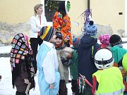 DĚTI SE VESELILY. Různí šaškové, klauni, princezny, ale i policisté nebo hokejista byli k vidění včera na Smetanově náměstí v Litomyšli při tradičním masopustu.