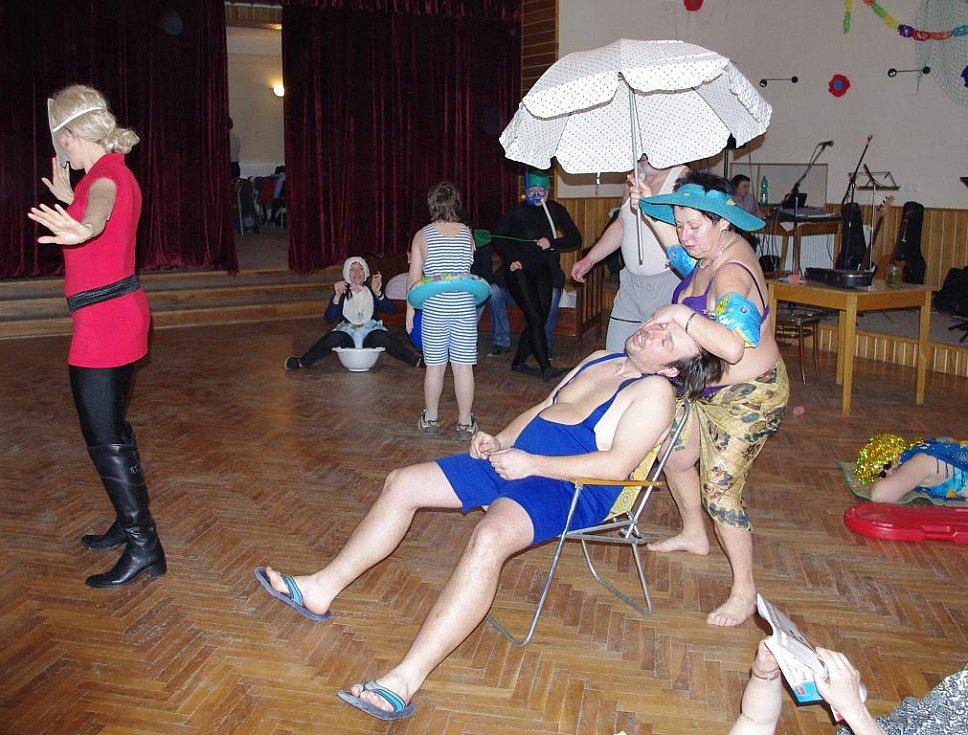 Mezinárodní den žen oslavili v Osíku recesí.