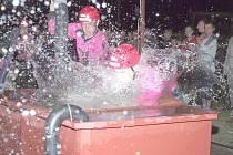 Hasiči v sobotu absolvovali  netradiční noční závod v  Oldřiši  u Poličky.