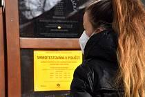 Divadelní klub v Poličce se proměnil v samotestovací centrum na covid-19.
