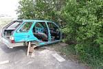 Vrak automobilu v Janově.