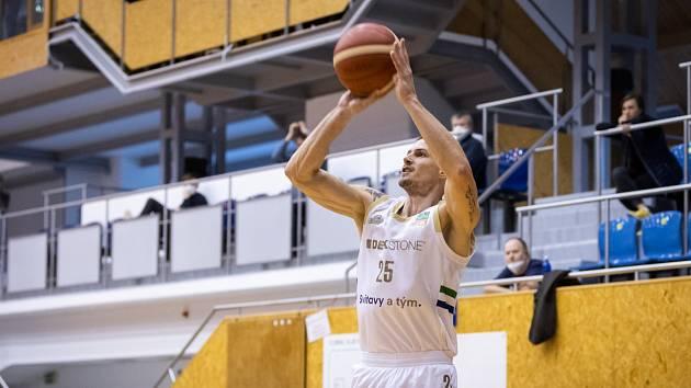 Na rozdíl od jiných hráčů Pavel Slezák Tury po minulé sezoně neopustil a bude hájit svitavské barvy i v první lize.
