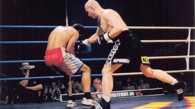 Profesionální boxerský galavečer Heroes of Hell.