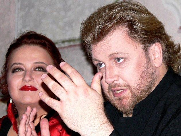 Německý tenorista Torsten Kerl zvládl pěvecký part na galakoncertu Hvězdy operního nebe, přestože byl hlasově indisponován.