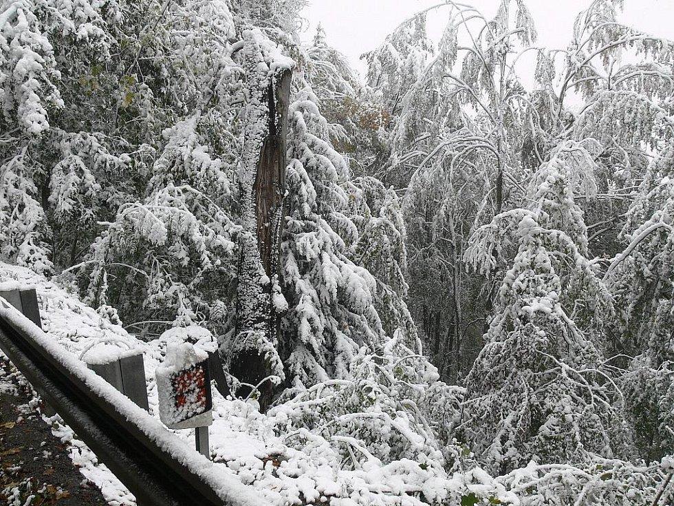 Sníh způsobil komplikace na Hřebči.