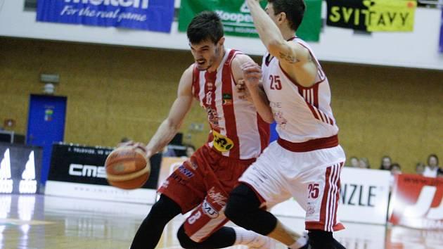 Potkají se? Na závěrečném turnaji českého poháru si zahrají i pardubický Viktor Půlpán (u míče) a svitavský Pavel Slezák. Otázkou je, jestli proti sobě.
