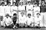 Někteří  hráči pokračovali ve fotbalu i po škole a můžete je poznat na této fotografii.