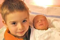 MATYÁŠ WETTER. Klučina se narodil Jolaně a Pavlovi v litomyšlské porodnici 30. listopadu v 18.55 hodin. Vážil 2,85 kilogramu a měřil 49 centimetrů. Za bráškou přišel i čtyřletý Lukáš. Spolu budou vyrůstat v Litomyšli.