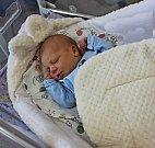 JAKUB PETRÁČEK je první syn Lucie Kolářové a Tomáše Petráčka z Dlouhé Třebové. Narodil se 16. října ve 13.03 hodin. Vážil 3,16 kilogramu a měřil 48 centimetrů.