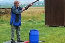 Na střelnici stříleli na holuby z asfaltu