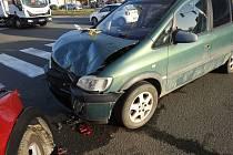 Nehoda dvou osobních automobilů v Litomyšli na světelné křižovatce.