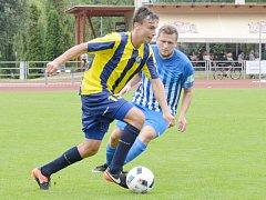 V utkání s druhým týmem tabulky vybojovali svitavští fotbalisté (ve žlutomodrých dresech) cenné dva bodíky.