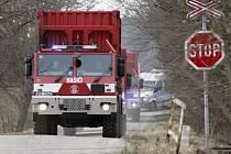 Pět kamionů obsahujících raketové palivo dorazilo do Květné v sobotu krátce před čtvrtou odpolední. Transport provázela mimořádná bezpečnostní opatření.