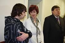 Ondřej Réda se svou matkou a advokátem.