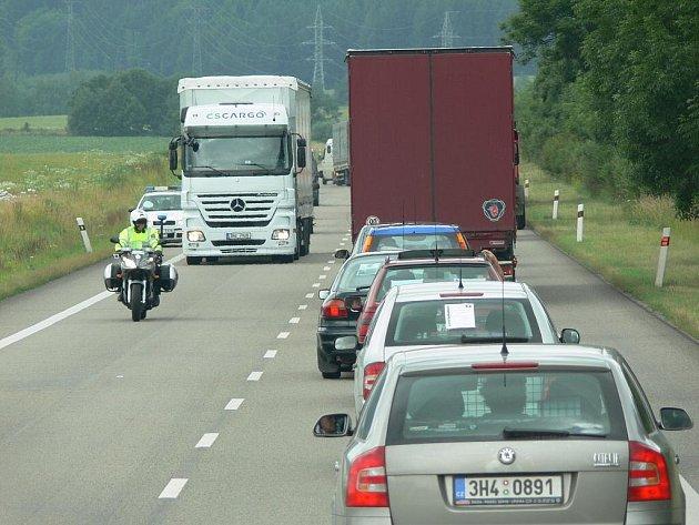 Zemědělci zablokovali silnici I/35.