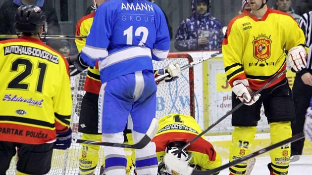 Poličští hokejisté v zápase proti Světlé.