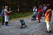 LES u rybníka Rosnička ve Svitavách ožil v sobotu pohádkovými bytostmi.