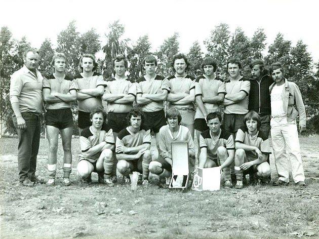 LADISLAV TOBEK (vlevo) byl jedním ze zakladatelů morašického fotbalového týmu.