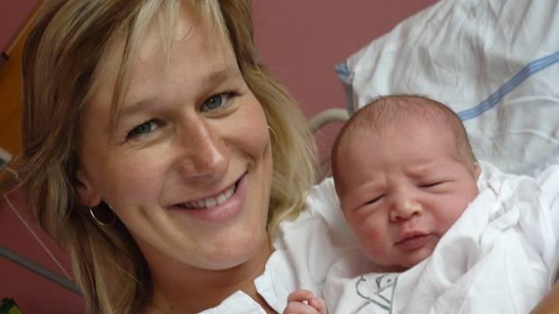 MARTIN  NĚMEC. Téměř na den přesně po pěti letech se rodina Michaely a Martina Němcových rozrostla o dalšího potomka. Martínek se narodil   ve středu 16. července  v 1.35 hodin. Po narození vážil 3,7 kilogramu a měřil  půl metru.  Doma v Lubné už na b