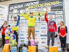 Po bahenní koupeli ve Vranově jsou známi všichni motokrosoví medailisté.