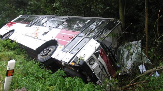 Nehoda autobusu v Jedlové.