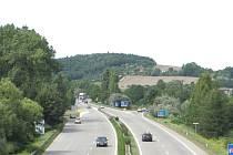 SVITAVSKÁ RADIÁLA. Silnice R43 u mimoúrovňové křižovatky Česká.