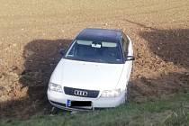 Policie hledá řidiče bílého Audi