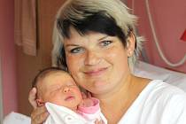 KATEŘINA JINDROVÁ. Holčička spatřila světlo světa v litomyšlské porodnici 30. května v 5.07 hodin. Měřila 49 centimetrů a vážila tři  kilogramy. S rodiči Lenkoua Petrem bude doma v Dolním Újezdu.