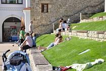 Léto  v Klášterních zahradách v Litomyšli.