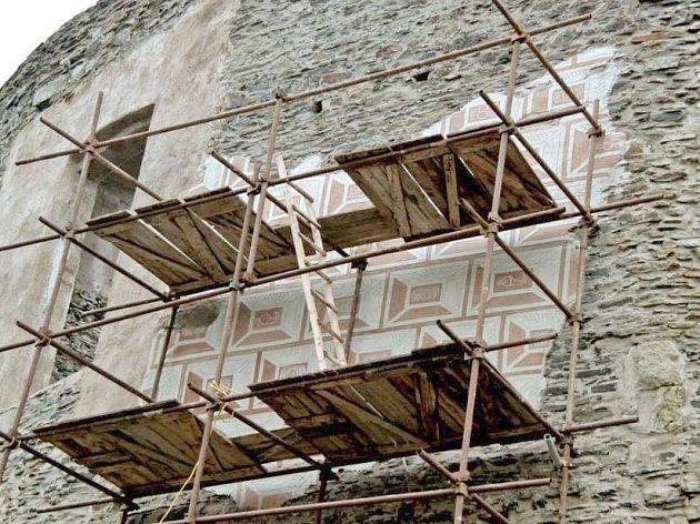 Obnovená sgrafita z šestnáctého století na hradě Svojanov.